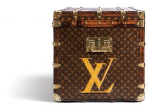 lv-trunk-know-legends